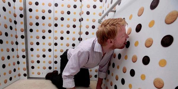 elevators-with-lickable-wallpaper-2